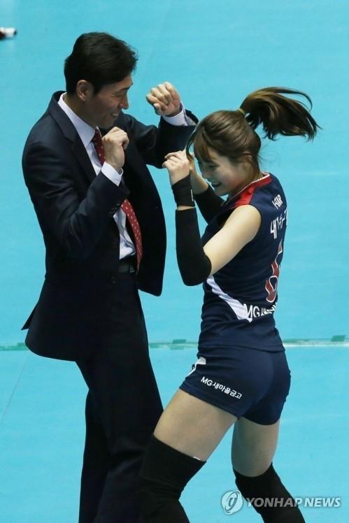 배구선수 이다영, 올스타전 MVP의 '신명나는' 춤사위