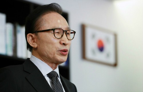 """이명박 전 대통령 구속…박범석 판사 """"증거 인멸 염려 있다""""며 구속영장 발부"""