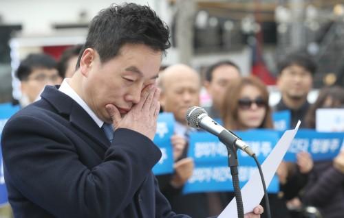 정봉주 서울시장 출마 '눈물' 선언… 민주당 복당 보류 방침에 무소속 가능성도 비쳐