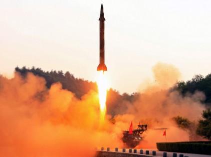 """합참 """"북한, 자강도서 동해상으로 미사일 1발 발사"""""""