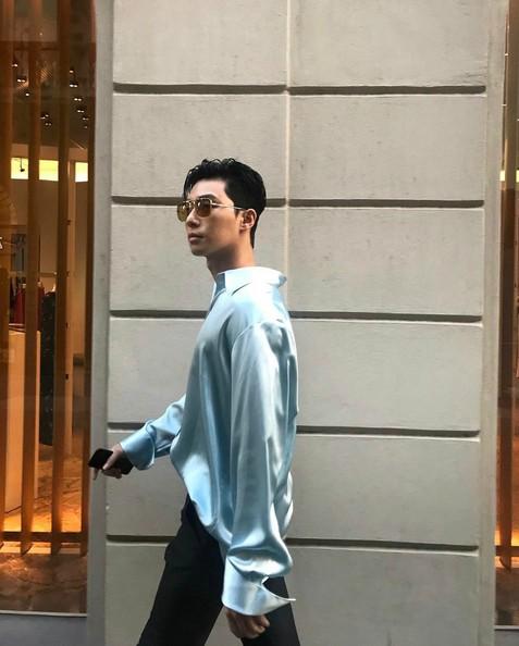 박서준, 밀라노에서 근황 공개 '런웨이 걷는 듯'