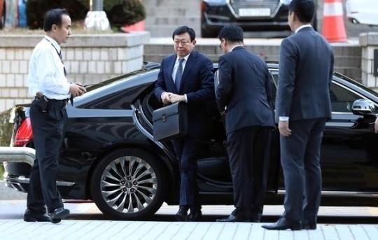 """檢, 신동빈에 징역 4년 형 요구…""""뇌물로 빼돌린 회삿돈 70억원 추징해야"""""""