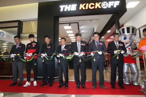 이제 실내에서 축구하자! 부산아이파크, 'THE KICKOFF' 오픈