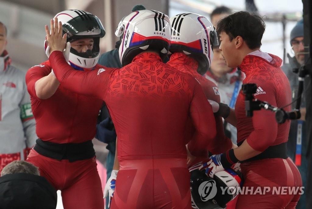 '세계랭킹 50위' 봅슬레이 4인승, 은메달 땄다