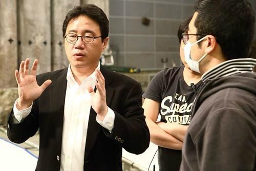 '성희롱 논란' 조근현 감독…미국 체류 중