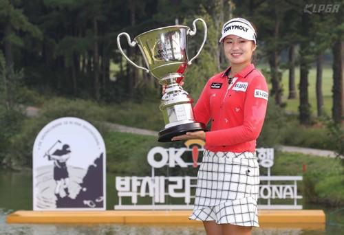 '원조 대세' 울린 이정은…박세리 인비테이셔널 우승