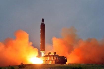 [이슈분석]북한 미사일 기습 발사…트럼프 의식한 '절제된 도발'